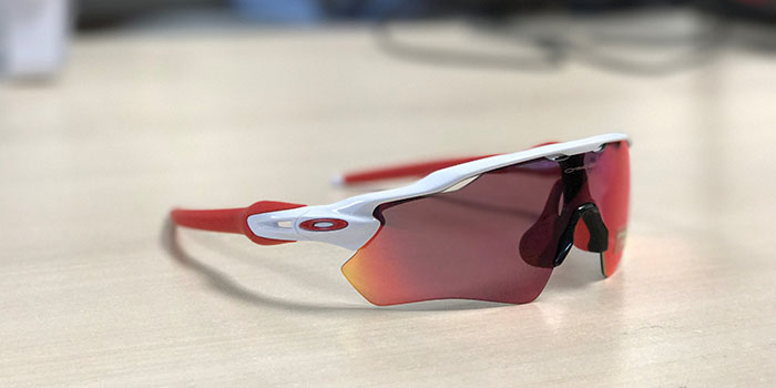 oakley radar ev path prizm lense in red and white
