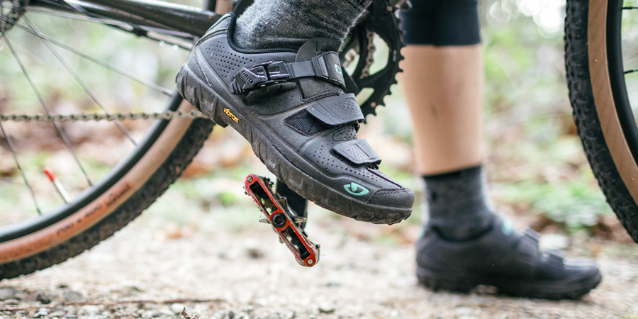 Pedals with cleats